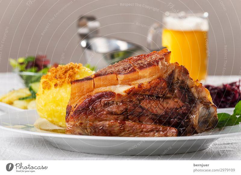 Schäufele Fleisch Mittagessen Bier Teller Oktoberfest lecker grau Fränkisches Knödel Braten Schweinefleisch Schaeufele Essen Deutsch Schulter Saucen Kartoffeln