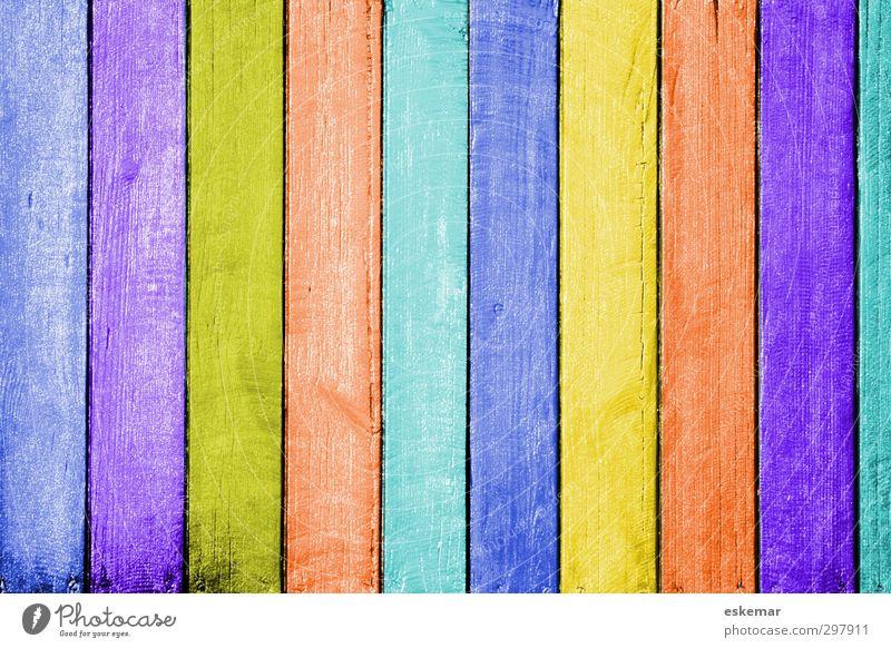 Holz in Farbe Streifen streichen ästhetisch einzigartig blau braun mehrfarbig gelb gold grün violett orange rosa türkis lackiert Holzbrett überzogen Überzug