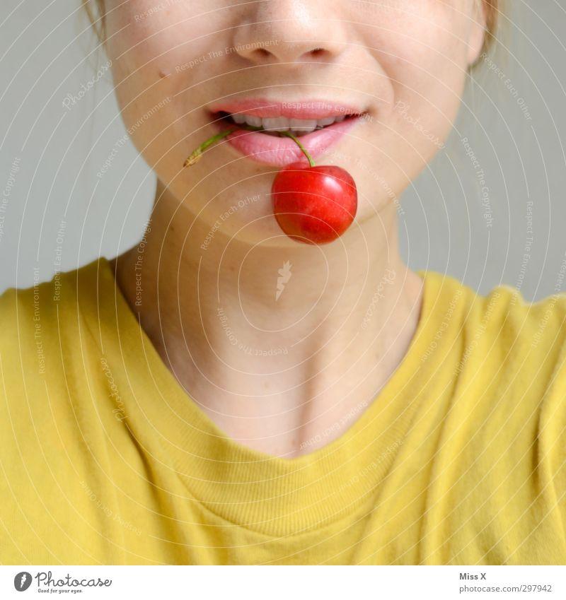 Kirschmund Mensch Jugendliche rot Junge Frau Gesicht Erwachsene feminin Gefühle 18-30 Jahre Gesunde Ernährung Essen Gesundheit Stimmung Lebensmittel Frucht Mund