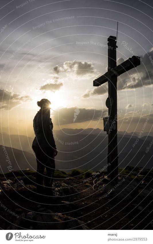 Andächtig Mensch Jugendliche Junge Frau Erholung ruhig Berge u. Gebirge 18-30 Jahre Erwachsene feminin stehen Schönes Wetter Hoffnung harmonisch Meditation