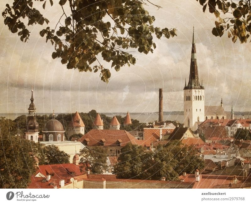 Tallinn Estland im Retro Look Ferien & Urlaub & Reisen Tourismus Sightseeing Städtereise Stadt Hauptstadt Stadtzentrum Altstadt Skyline Haus Kirche Gebäude