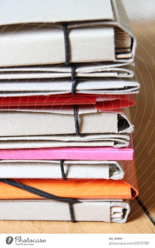 Mappen Basteln Sammlung Sammelmappe Kindererziehung Schule Büro Medienbranche Schreibwaren Papier Zettel liegen authentisch hell modern braun orange rosa rot