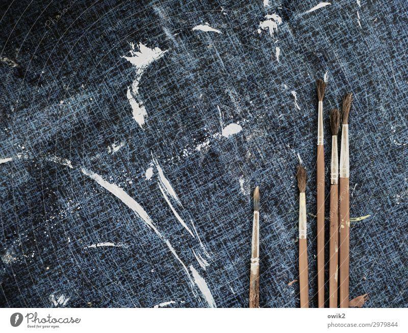 Kunststoff Pinsel Tischwäsche Farbe Farbfleck klecksen Holz Ordnung bereit Begeisterung Idee identisch dünn Pinselhaare Farbfoto Gedeckte Farben Innenaufnahme