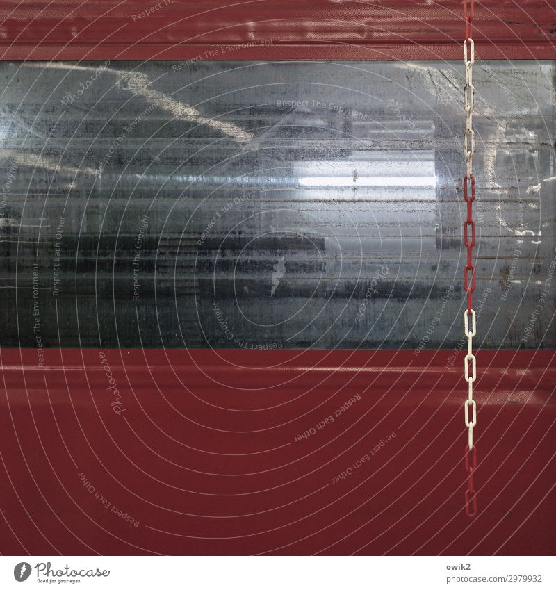 Trakt Tor Fenster Kette Glas Metall Kunststoff hängen leuchten einfach trist Kettenglied Barriere abweisend Schutz Sicherheit Brandschutz bordeaux weiß
