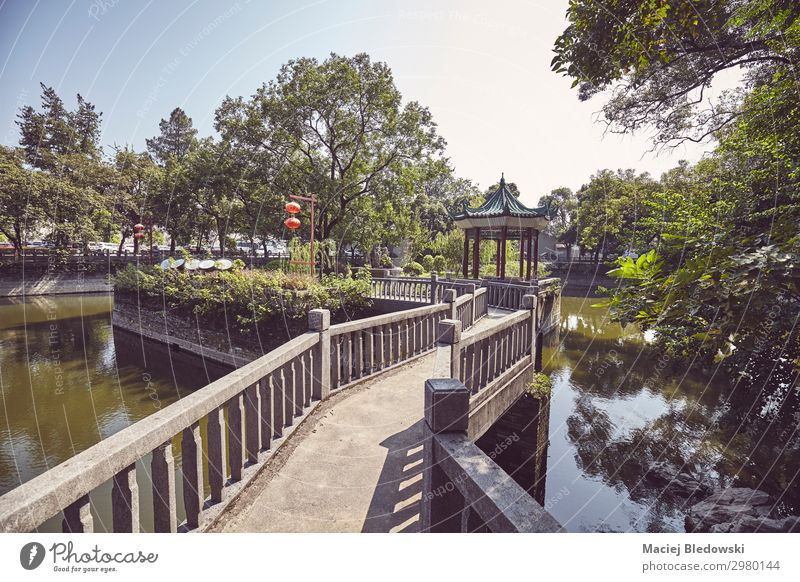 Retro getontes Bild eines Parks in Guilin, China Meditation Ferien & Urlaub & Reisen Tourismus Ausflug Sightseeing Garten Teich Brücke Architektur alt Dekadenz