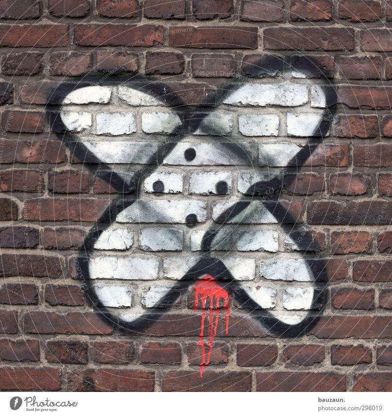 trostpflaster. Gesundheit Gesundheitswesen Behandlung Arzt Krankenhaus Stadt Mauer Wand Fassade Heftpflaster Stein Backstein Graffiti Linie kaputt trashig rot