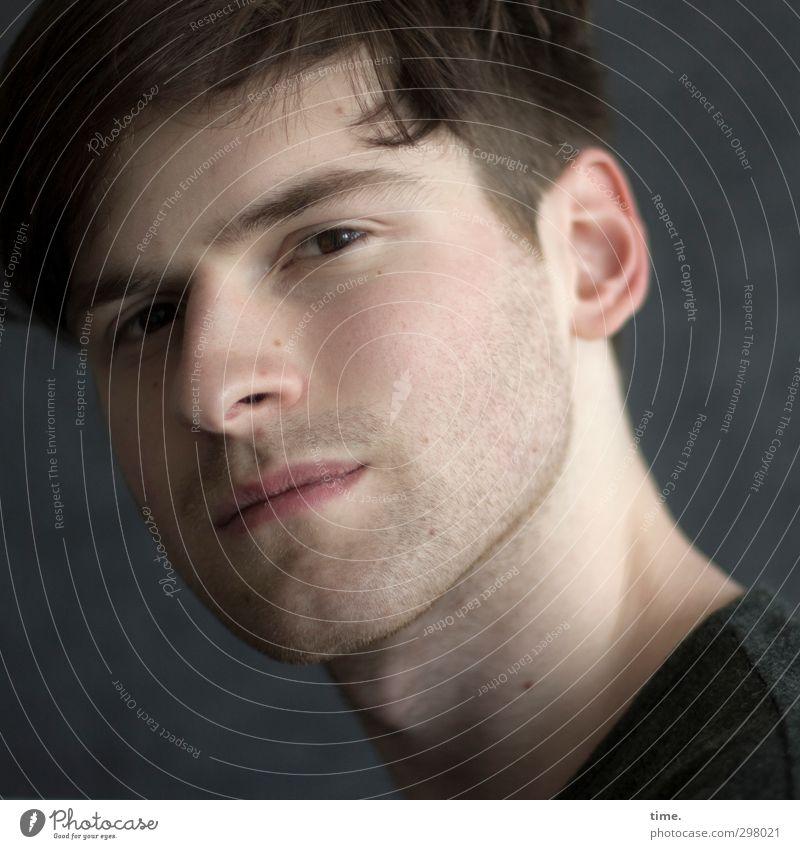 . Mensch maskulin Junger Mann Jugendliche 1 18-30 Jahre Erwachsene Haare & Frisuren brünett kurzhaarig Dreitagebart beobachten Blick elegant schön Erotik