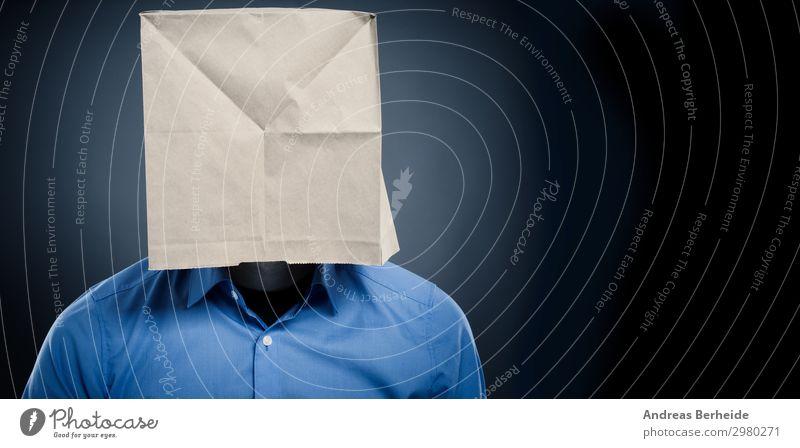 Geschäftsmann mit Papiertüte Mensch Mann schön Erwachsene Business Angst 45-60 Jahre Beruf Körperpflege Sorge Scham Stolz falsch blind 30-45 Jahre