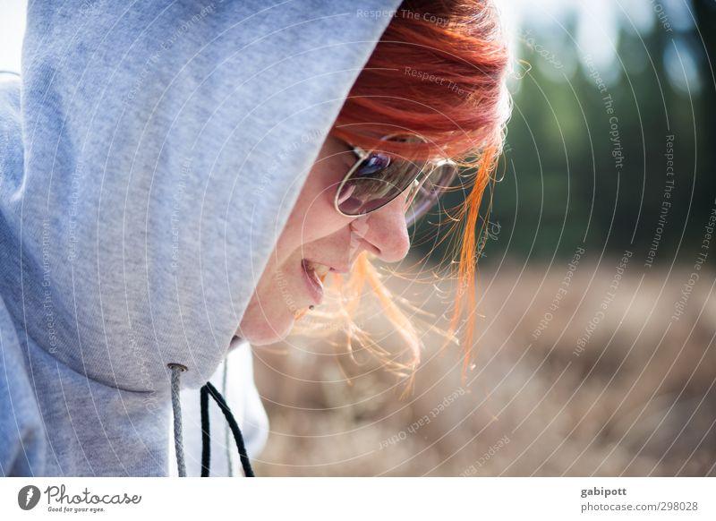 rømø | sweet k. Mensch Frau Jugendliche Junge Frau Erwachsene feminin 18-30 Jahre Fröhlichkeit einzigartig Sonnenbrille rothaarig Kapuze Identität sommerlich