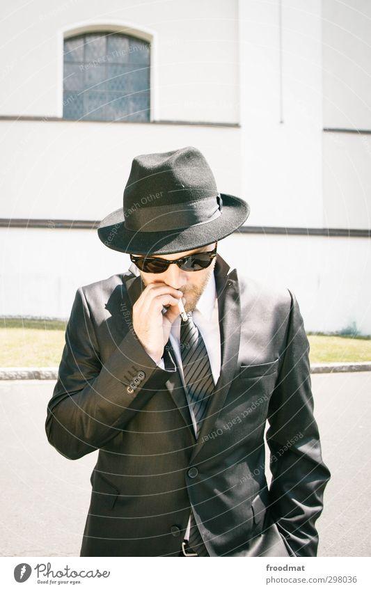 familienbetrieb Mensch Mann Jugendliche Sommer ruhig Erwachsene Junger Mann maskulin Kraft Hochzeit Coolness Rauchen Bart Hut Gelassenheit Anzug