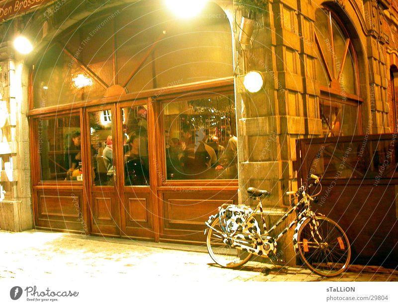 das rad Fahrrad Zebra Gastronomie Café gemütlich Nacht Club Party Kneipe Looven bei Brüssel Uni-Stadt Partygast