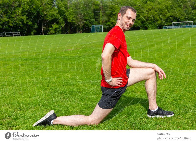 Fitness Lifestyle Wellness Leben harmonisch Wohlgefühl Sport Sport-Training Sportler Mensch Junger Mann Jugendliche Erwachsene Körper Natur T-Shirt Dehnübung