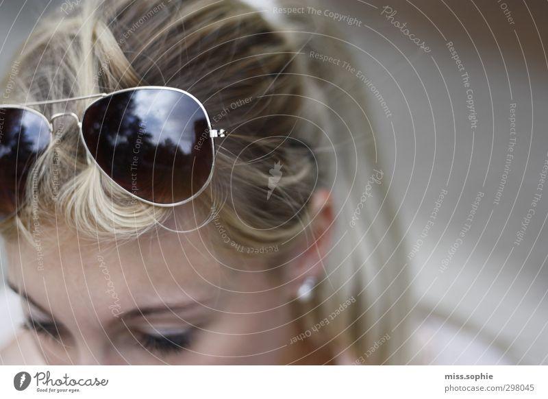 clouds. Frau Erwachsene Jugendliche Leben Haare & Frisuren Erholung genießen blond heiß schön Wärme feminin Zufriedenheit Warmherzigkeit Gelassenheit