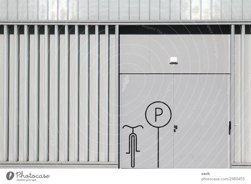 Radparkplatz Fahrradfahren Stadt Hauptstadt Stadtzentrum Menschenleer Industrieanlage Parkplatz Fahrradparkplatz Mauer Wand Fassade Verkehr Zeichen