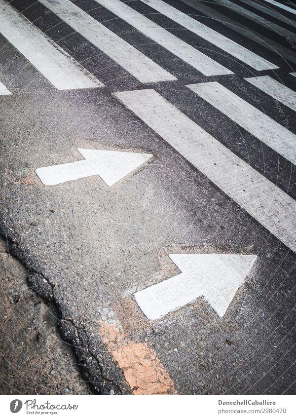 richtungsweisend... Stadt Verkehr Verkehrswege Personenverkehr Straßenverkehr Fußgänger Straßenkreuzung Wege & Pfade Wegkreuzung gelb schwarz weiß Zebrastreifen