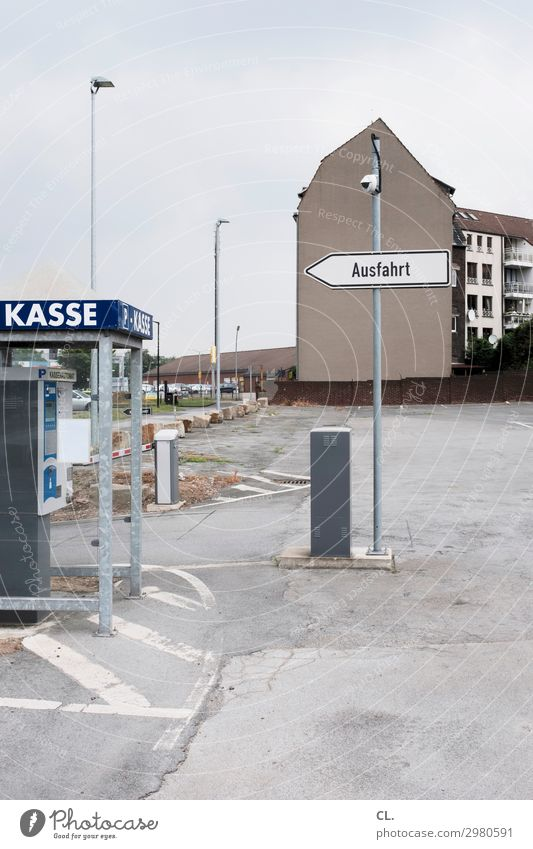 leere kassen Stadt Haus Wand Wege & Pfade Mauer grau trist Stadtrand Parkplatz