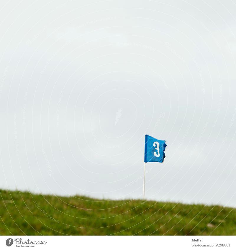 Rømø | 3 Golf Golfplatz Golfloch Sportstätten Umwelt Landschaft Wiese Zeichen Ziffern & Zahlen Fahne blau flattern wehen Wind Farbfoto Außenaufnahme
