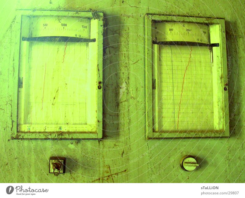 made in gdr grün gelb Schlüssel Messinstrument Schalter Elektrisches Gerät Technik & Technologie veschlossen verfallen Anzeige