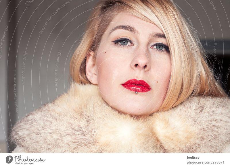#257335 Stil Frau Erwachsene Gesicht 1 Mensch 18-30 Jahre Jugendliche Mode Mantel Fell blond beobachten Kommunizieren Blick träumen ästhetisch außergewöhnlich
