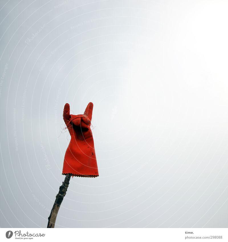 Rømø   Devil's Beach Kunst Kunstwerk Himmel Arbeitsbekleidung Schutzbekleidung Handschuhe Stock Holz Kunststoff Zeichen dunkel einfach kaputt rebellisch trashig