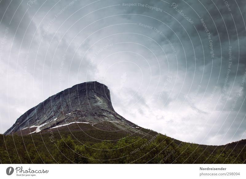 Bedrohlich.... Natur Einsamkeit Landschaft Wolken Ferne dunkel Berge u. Gebirge Freiheit Stimmung Felsen Regen Wetter Kraft Klima groß hoch