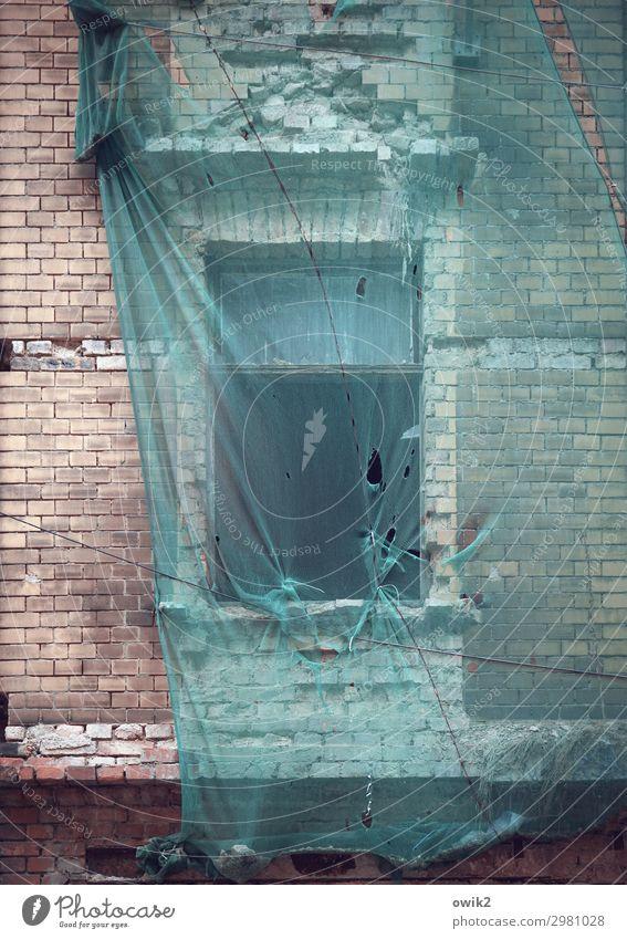 Dauerbaustelle Halle (Saale) Deutschland Stadt Stadtzentrum bevölkert Haus Gebäude Mauer Wand Fassade Fenster Abdeckung Baustelle Sanieren hängen alt geduldig