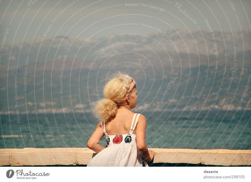 Mensch Kind Jugendliche Ferien & Urlaub & Reisen Wasser Sommer Sonne Mädchen Junge Frau Berge u. Gebirge Wärme feminin Freiheit Horizont Luft Kindheit