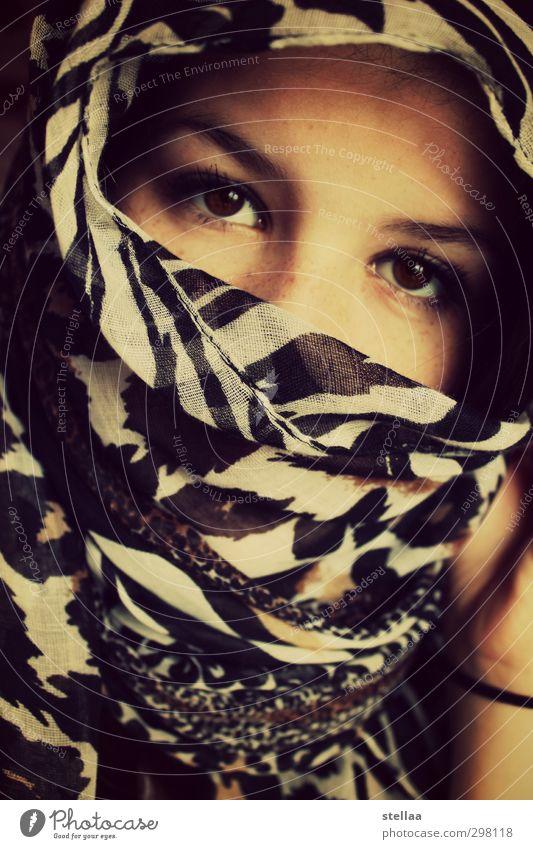 xx feminin Junge Frau Jugendliche Erwachsene Gesicht 1 Mensch 13-18 Jahre Kind Tuch Kopftuch Blick Verschwiegenheit Farbfoto Innenaufnahme Tag Porträt