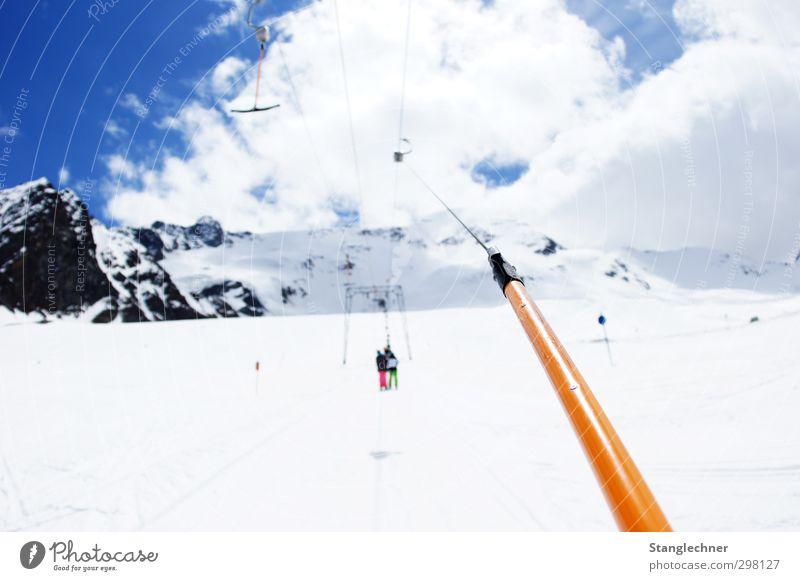 The mountain calls Mensch Himmel Natur blau weiß Winter Berge u. Gebirge Schnee Sport Lifestyle orange Freizeit & Hobby fahren Schneebedeckte Gipfel Skifahren sportlich
