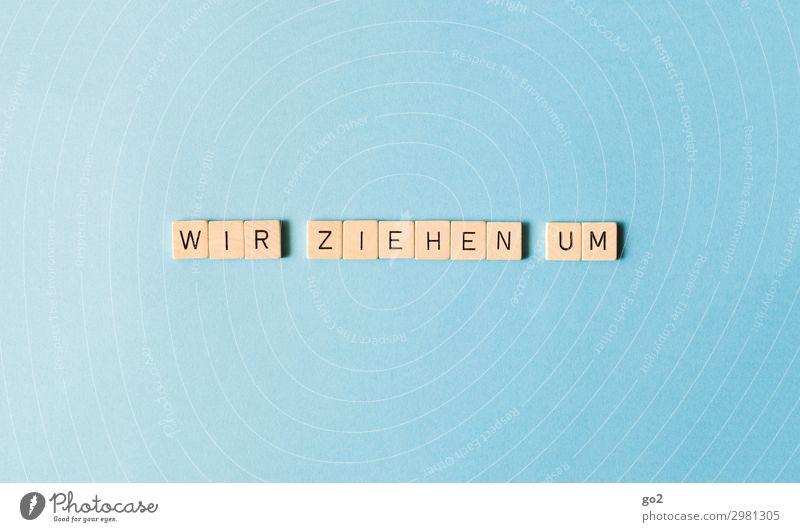 Wir ziehen um Spielen Brettspiel Häusliches Leben Hausbau Renovieren Umzug (Wohnungswechsel) Scrabble Schriftzeichen neu blau Tatkraft beweglich Neugier