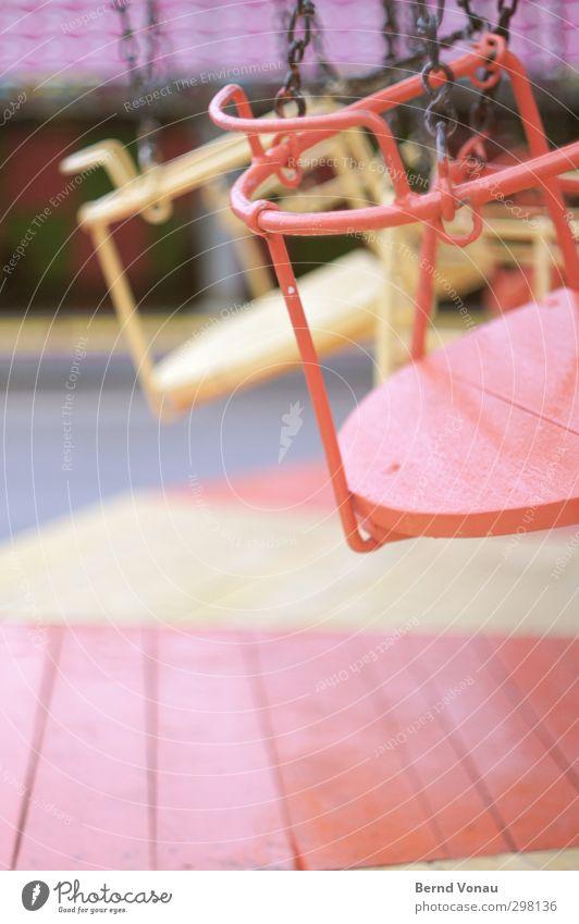 Schausteller Blues Karussell Jahrmarkt Kettenkarussell drehen hängen lachen schaukeln warten alt gelb orange rot Stimmung Freude Vorfreude Farbe
