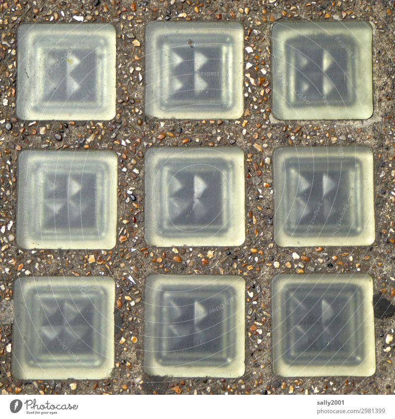 Kunst am Bau... Glasbaustein Asphalt Straße lichtdurchlässig symmetrisch Symmetrie Fassade 9 Fenster Architektur Bauwerk Mauer Stadt 60er oder 70er 60er Jahre