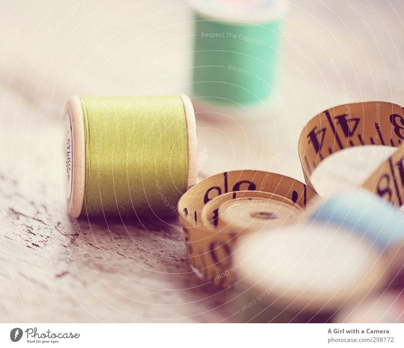 old thread alt grün gelb Handwerk Nähgarn Nähen altmodisch Maßband Schneidern gerollt