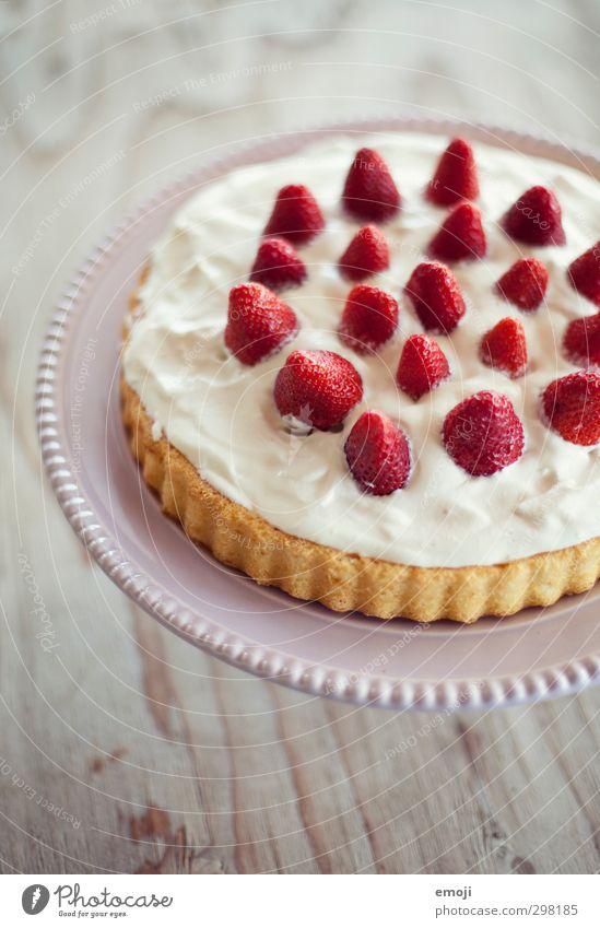 Gaumenfreude Frucht Kuchen Dessert Süßwaren Torte Erdbeeren Erdbeertorte Ernährung lecker süß Farbfoto Innenaufnahme Menschenleer Tag Schwache Tiefenschärfe