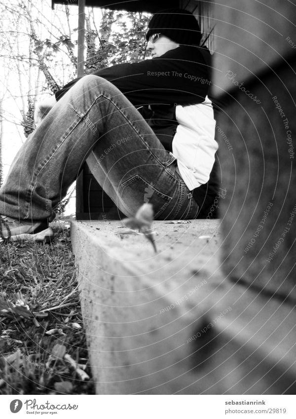 waiting for... Mann weiß schwarz Denken warten sitzen Hütte