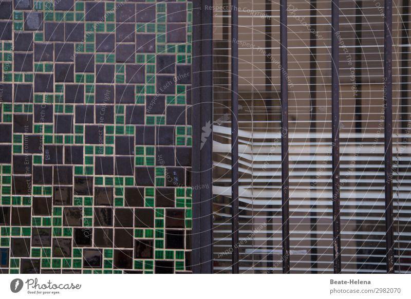 Gesicherte Zone (1) Haus Arbeitsplatz Büro Wirtschaft Gebäude Architektur Mauer Wand Fassade Fenster Gitterrost Jalousie Mosaik Zeichen alt festhalten