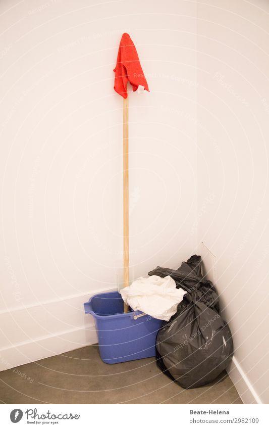 Stilleben Gastronomie Schrubber Putztuch Eimer Reinigungsmittel Müllsack Arbeit & Erwerbstätigkeit Reinigen ästhetisch nass Sauberkeit blau rot Kraft Tatkraft