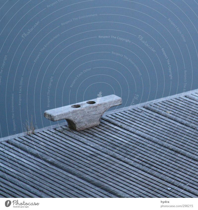 Heimathafen blau Wasser Meer ruhig Erholung Holz Küste Linie Design Sicherheit Hafen fest stark Steg Segeln Schifffahrt