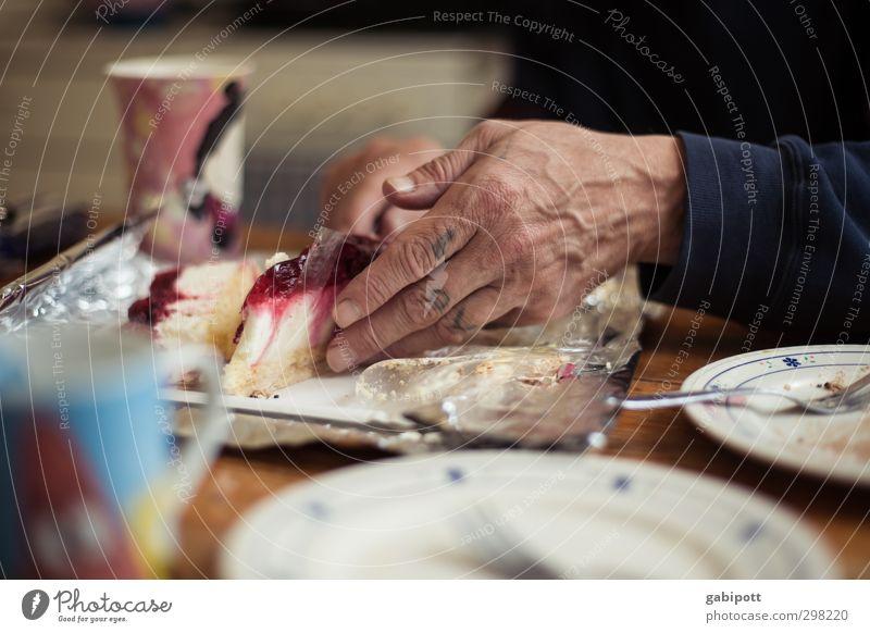 Lov... Hand Leben Essen maskulin Häusliches Leben Kuchen Tasse Teller Kaffeetrinken