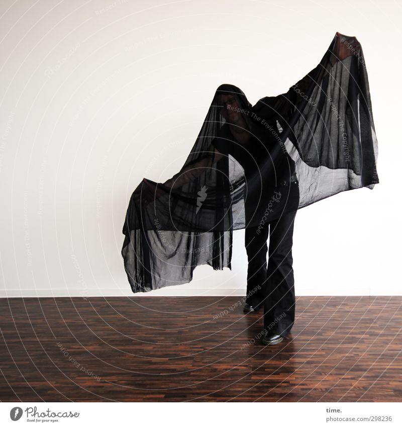 TrauerSpiel Mensch 1 Kunst Theaterschauspiel Bühne Schauspieler Tanzen Tänzer Fledermäuse Tuch Bodenbelag Parkett Spielen stehen beweglich Bewegung entdecken