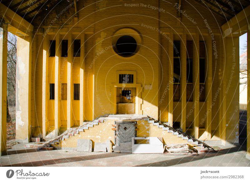 Sonnenaufgang Stufe für Stufe Architektur Brandenburg Ruine Militärgebäude Wand Treppe Fassade außergewöhnlich historisch gelb Stimmung achtsam Pünktlichkeit