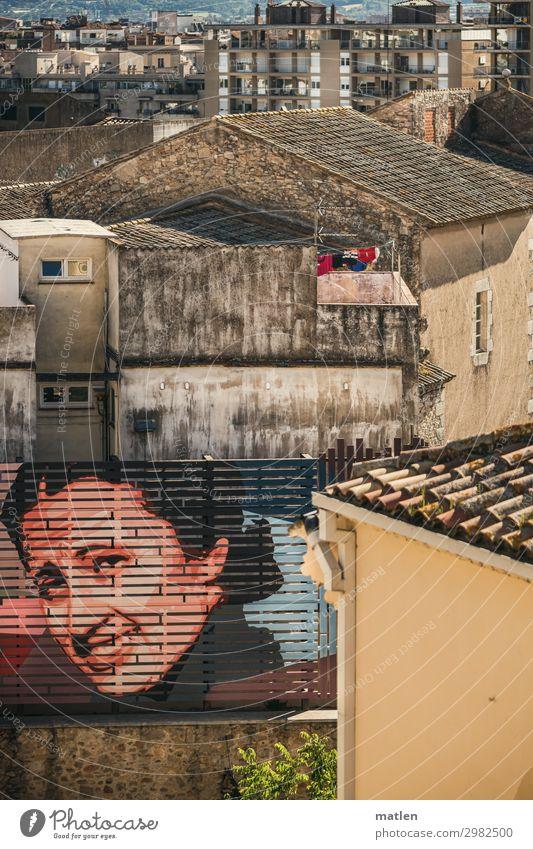 DIE Stadt feminin Junge Frau Jugendliche Gesicht 1 Mensch 18-30 Jahre Erwachsene Girona Stadtzentrum Altstadt Haus Hochhaus Mauer Wand Fassade Lächeln alt blau