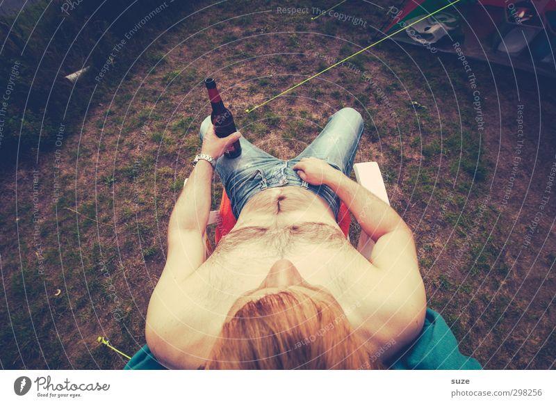 Flaschenkind Mensch Mann Ferien & Urlaub & Reisen Sommer nackt Freude Erwachsene Wiese lustig liegen Körper Lebensmittel maskulin Freizeit & Hobby sitzen