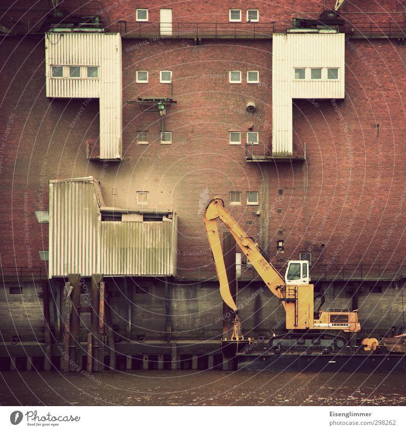 WILHELMSBURG/ Industriegewässer Hamburg Deutschland Europa Hafenstadt Bauwerk Architektur Industrieanlage Industrielandschaft Industriegelände Fassade dreckig