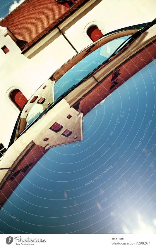 Stadtansichten Dorf Altstadt Skyline Haus Burg oder Schloss Bauwerk Gebäude Mauer Wand Fassade Sehenswürdigkeit PKW Motorhaube Windschutzscheibe Surrealismus