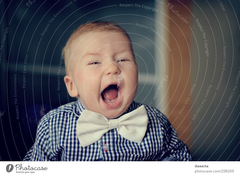 Mensch Kind weiß Junge grau klein Gesundheit Kindheit Baby Warmherzigkeit einzigartig Neugier geheimnisvoll Gelassenheit Überraschung Hemd