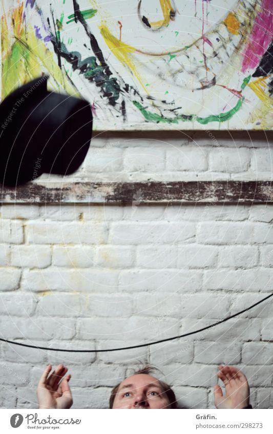 WILHELMSBURG / Fang den Hut maskulin Mann Erwachsene Gesicht Hand 1 Mensch 30-45 Jahre Zylinder fangen werfen weiß Freude Fröhlichkeit Begeisterung Lebensfreude