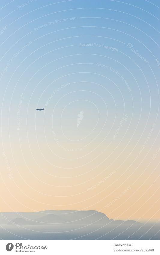 Flugzeug über einsamer Insel Himmel Verlauf blau orange gelb Meer Silhouette Nebel Ozean Mittelmeer hochkant Wasser Urlaub Sommer Ferien & Urlaub & Reisen Küste