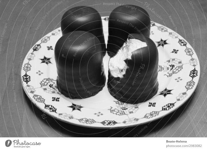 Süße Verführung Lebensmittel Süßwaren Ernährung Kaffeetrinken Teller kaufen Essen genießen Gefühle Stimmung Völlerei Hemmungslosigkeit Genusssucht Gesundheit