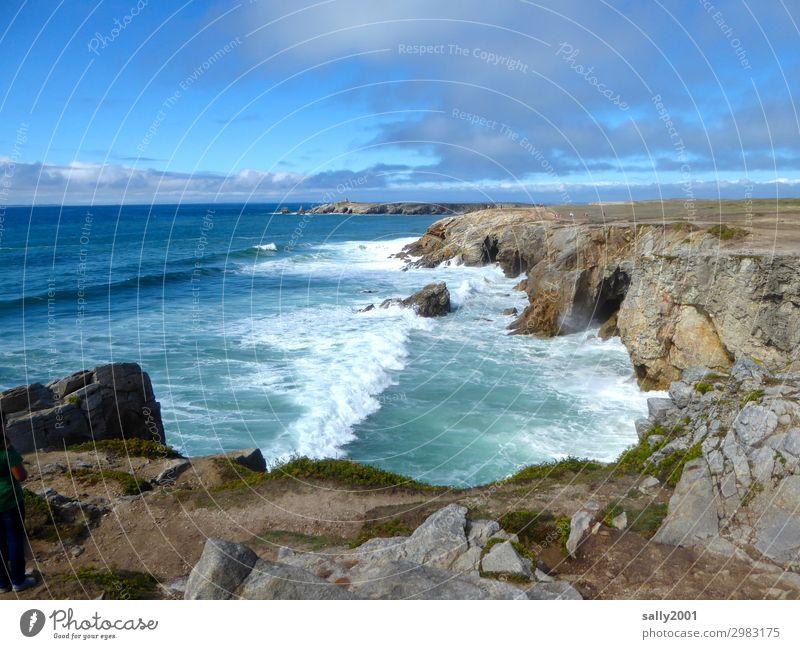wilde Küste... Atlantik Meer Brandung Wellen Klippe Steilküste Frankreich Bretagne Cote Sauvage schönes Wetter Landschaft rau Felsen Natur Bucht Ferne Wasser